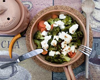 Bild von Brokkoligemüse mit Feta und Karotten
